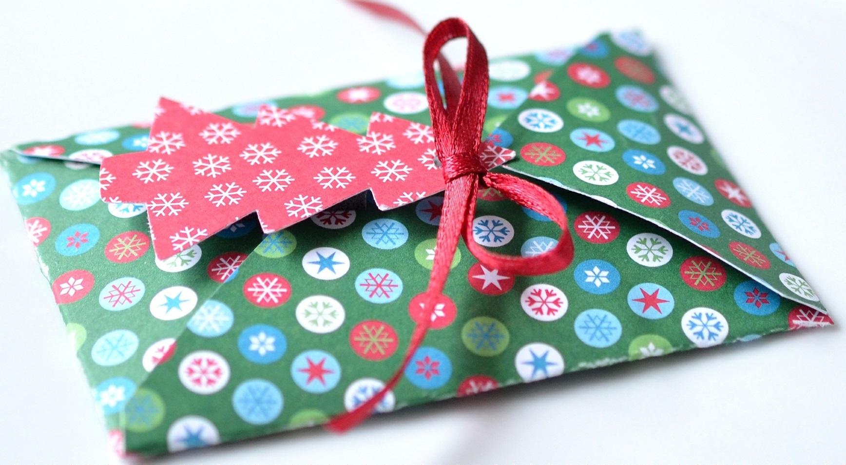 Минфин настаивает: взносы с праздничных премий надо платить